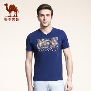骆驼男装 夏季新款微弹V领绣标修身青年休闲印花短袖T恤衫男